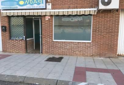Local comercial a Avenida Dña. Mª de Las Mercedes