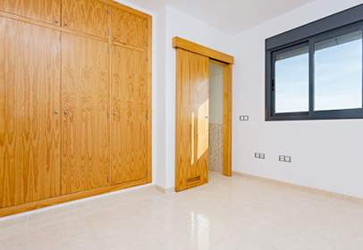 Flat in calle Higueras,  93
