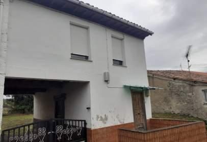 Casa adossada a Pasaje Coro, nº 8