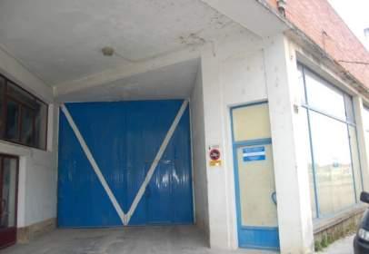 Nau industrial a Avenida de Portugal, prop de Calle del Deán Aparicio