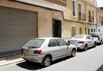 Pis a calle del Poeta Llombart, prop de Calle de Luis Cendoya