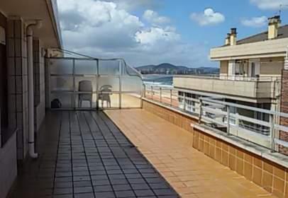 Penthouse in calle Raimundo Revilla