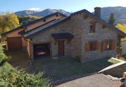 Casa aparellada a calle Puigmal
