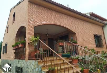 Chalet pareado en calle de los Alcaldes de la Villa, cerca de Calle de Tercia