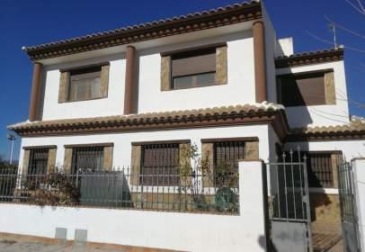 Casa en calle de La Paz, cerca de Calle 8 de Mayo