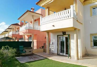 Casa adossada a Urbanización Cotoveta