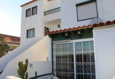 Casa aparellada a calle El Mirlo