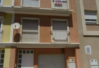 Casa adossada a calle Menut, nº 8