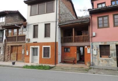 Casa aparellada a calle Muñera