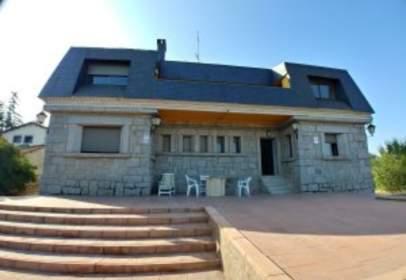 Single-family house in Villalba Estación