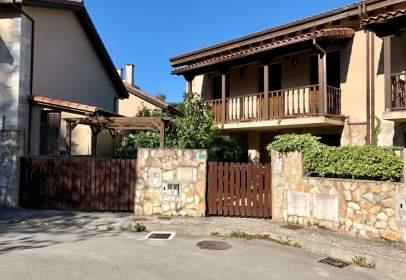 Casa aparellada a calle El Calgar