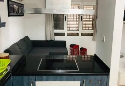 Apartamento en calle Lujan Perez, cerca de Calle Julio Romero De Torres