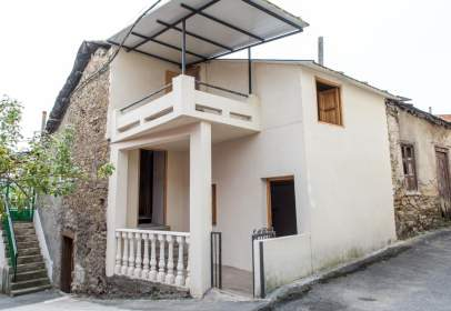 Rustic house in Toral de los Vados