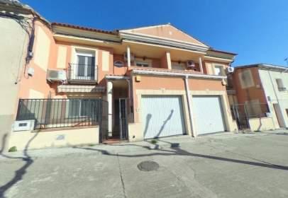 Casa adossada a Avenida Benito Alcalde Sánchez