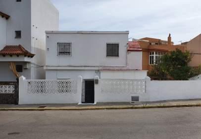 Casa en calle Pastora, cerca de Calle de Camarón de la Isla