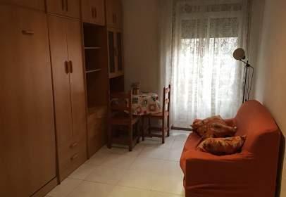 Estudio en calle del Conde de Aranda, cerca de Calle de Basilio Boggiero