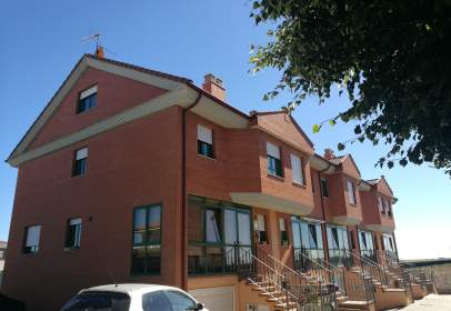 Casa aparellada a calle de la Cuesta