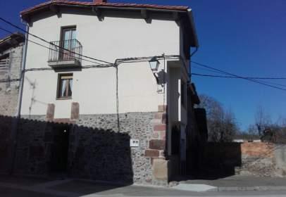 House in calle del Obispo Fray Martín de Sarmiento, nº 22