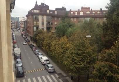 Flat in calle Naranjo de Bulnes, nº 16