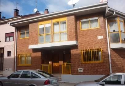Casa adosada en Plaza Vega-San Pedro de Cardeña