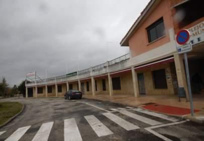 Local comercial a Avenida Santo Domingo de Guzmán