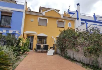 Casa adossada a calle de Infanta Elena