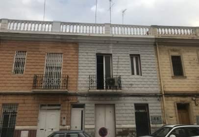 House in Carrer del Comte de Torrefiel, near Carrer de l' Escultor Piquer