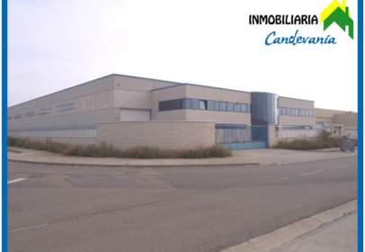 Nau industrial a Zuera
