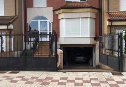 Casa adosada en calle de las Barreras