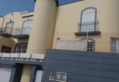 Casa adosada en calle los Verodes
