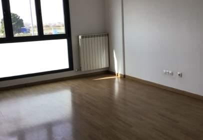Apartment in Avenida Cortes de Aragón, nº 84