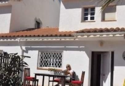 Casa pareada en Carrer de Santiago Rusiñol