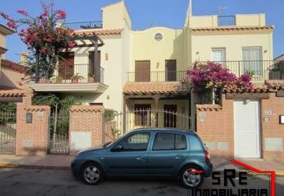 Paired house in calle Las Gaviotas, nº 42