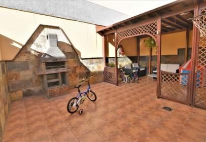 Casa adosada en calle Poeta Tomás Morales, nº 44