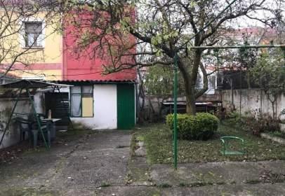 Casa pareada en calle de Ángel García Bedoya