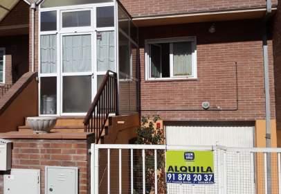 Casa adosada en calle Federico Garcia Lorca