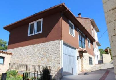 Casa pareada en calle Vitoria