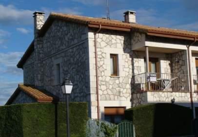 Casa pareada en calle de los Robles