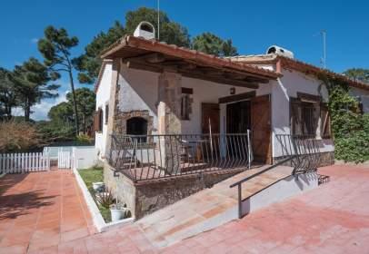 Casa adossada a calle Manuel de Pedrolo, nº 24