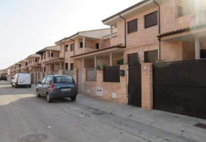 Casa aparellada a calle Seseña