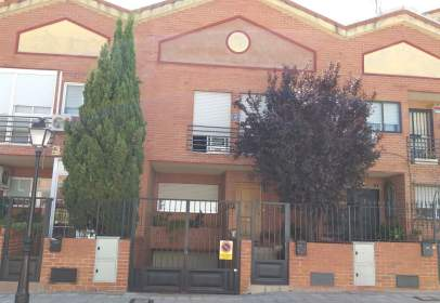 Casa aparellada a calle Barataria, nº 26