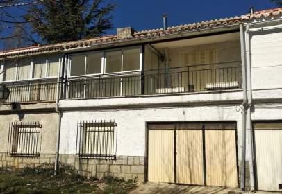Casa pareada en Navalperal de Pinares