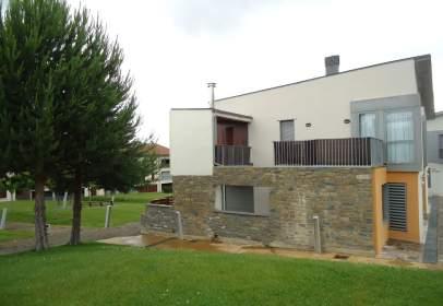 Casa aparellada a calle Varellas, nº 31