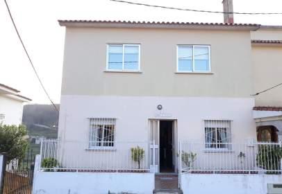 Casa pareada en calle Aranza, nº 16