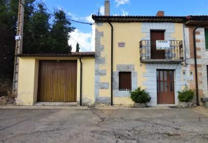 Casa adossada a calle Doñasantos