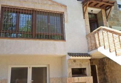 Paired house in calle de las Villas de Guadalix