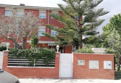 Paired house in calle Frederica Montseny