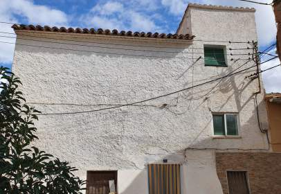 Terraced house in calle Bayona, nº 1