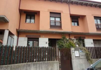 Casa aparellada a calle Trascasa