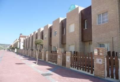 Casa pareada en calle Esteban Granado